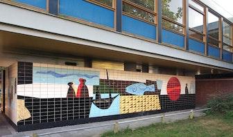 Kunst aan gebouwen: Tegeltableaus van College Blaucapel
