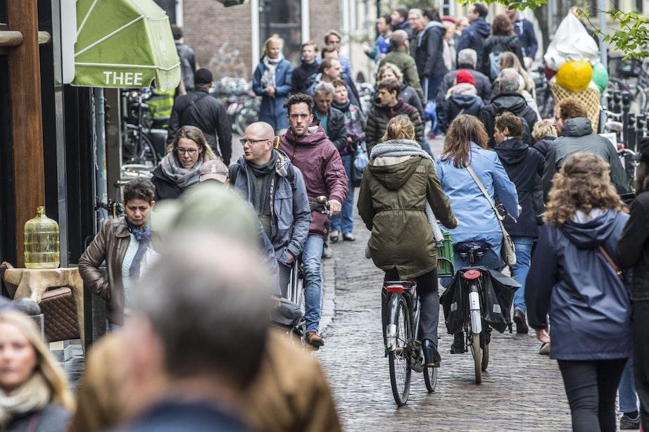 Fietsverbod centrum Utrecht uitgebreid: eerste weekend 43 waarschuwingen