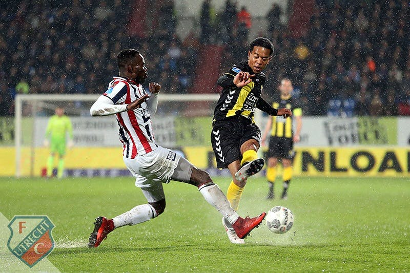 FC Utrecht laat voorsprong glippen in Tilburgs waterballet