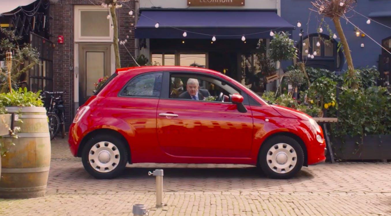 Burgemeester Jan Van Zanen slachtoffer van autokraak in campagnefilmpje