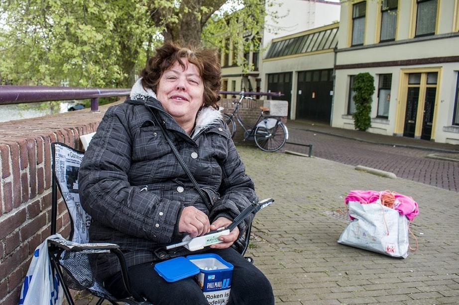 Utrechters trotseren de gehele dag kou voor een mooi plekje op de vrijmarkt
