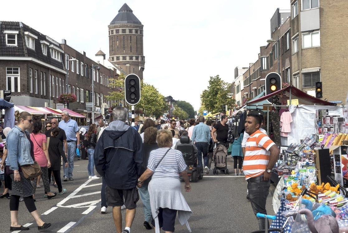 Braderie aan de Amsterdamsestraatweg op 10 mei