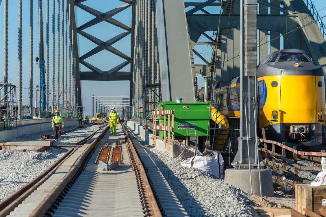 Eerste treinen maandag over nieuwe spoorbrug Utrecht