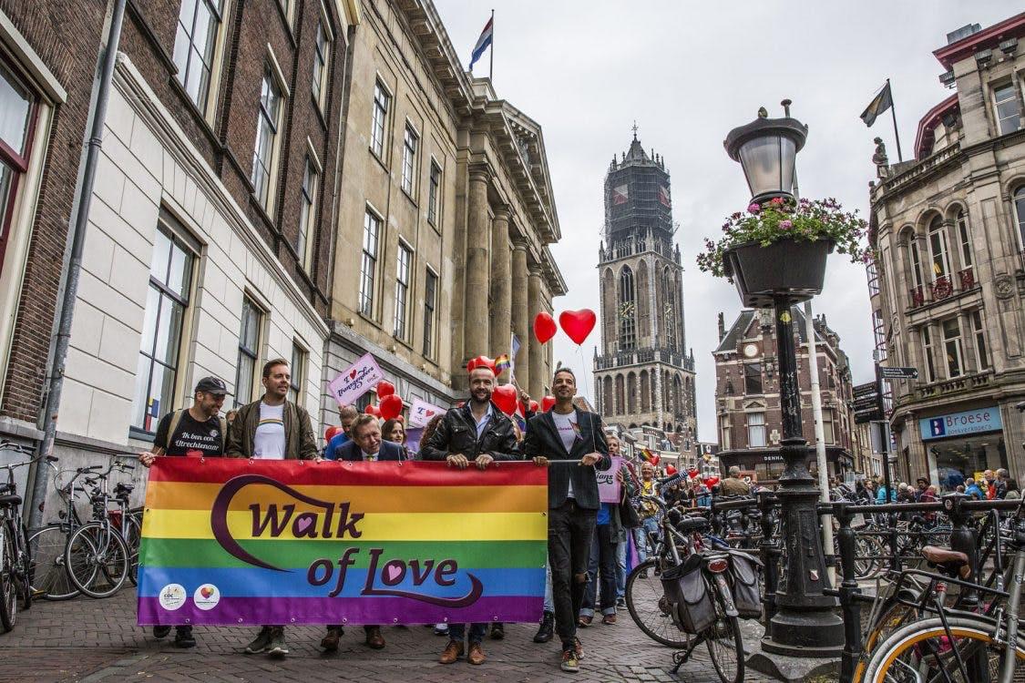 Foto's: Veel lachende gezichten bij Walk of Love