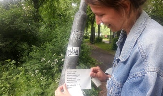 Maakster van sticker die viral ging wil mensen met elkaar verbinden