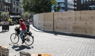 Ondernemers ontstemd over bouwplaats op de Neude dat kunstwerk blijkt te zijn
