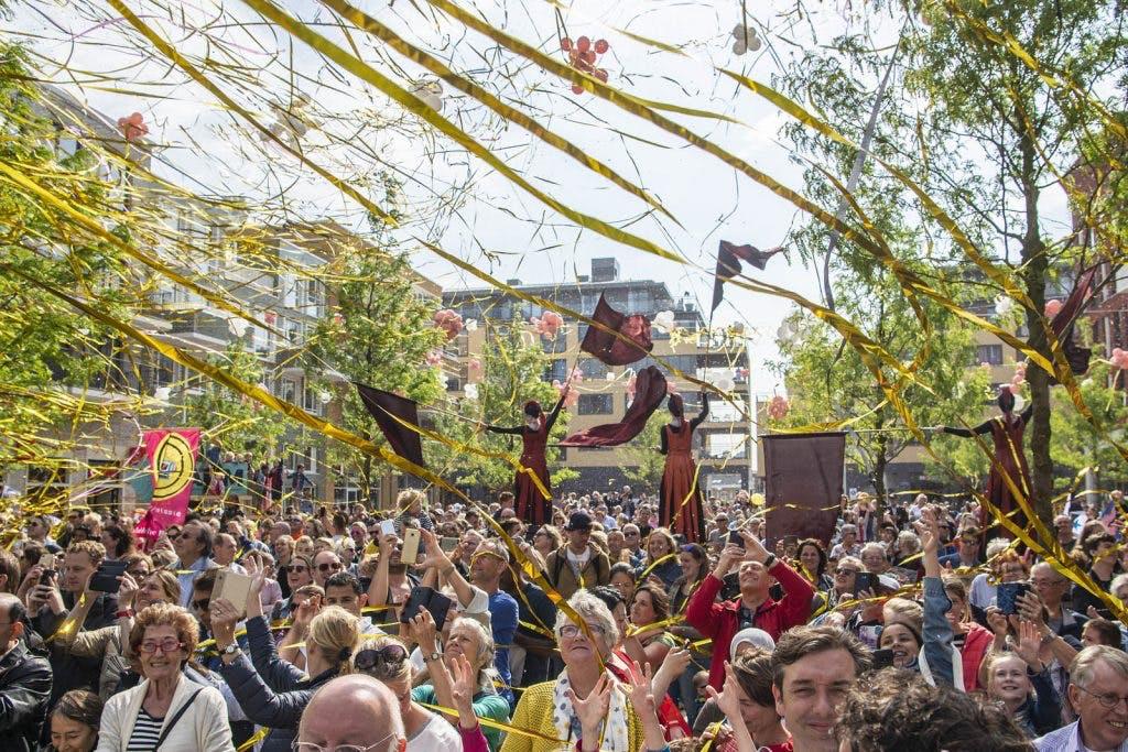 Bekijk hier de beelden: Duizenden mensen aanwezig bij opening Leidsche Rijn Centrum