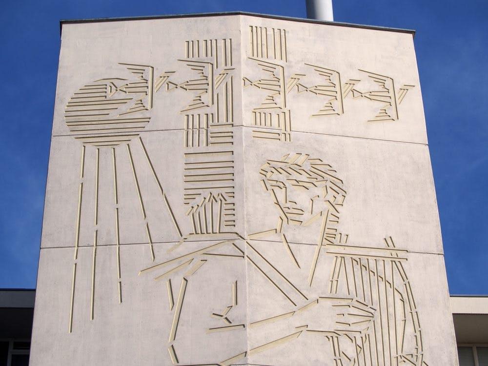 Kunst aan gebouwen: Goddelijk duo aan flat in Overvecht