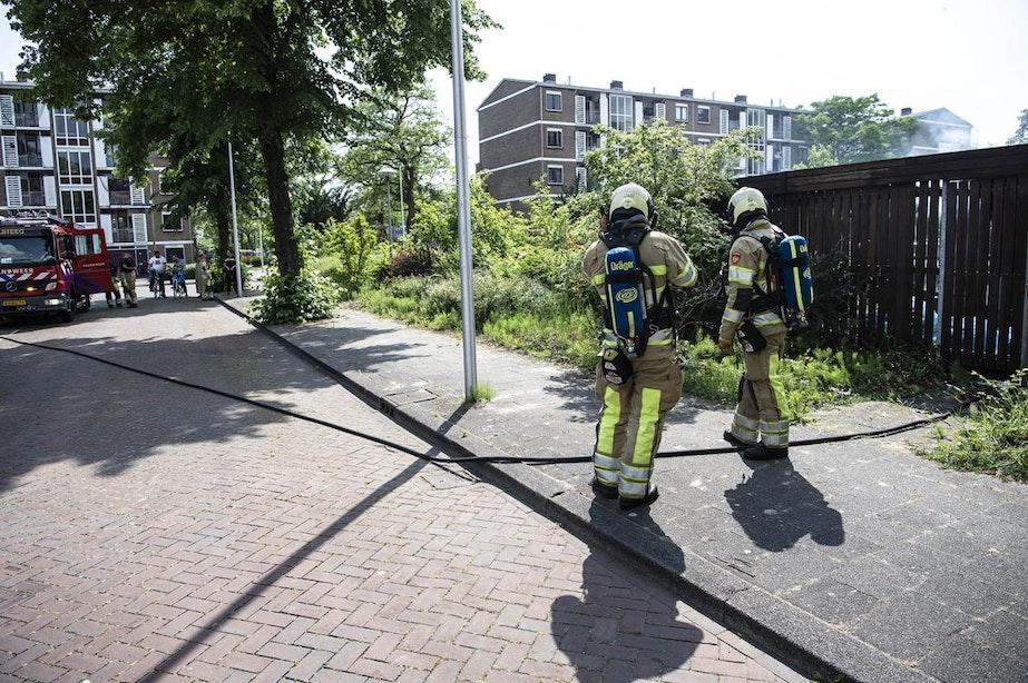 Afval- en scooterbrand bij gebouw aan 't Goylaan