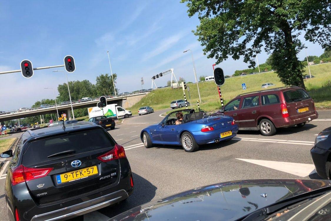 Gevaarlijke situaties op oprit A27; auto's rijden tegen het verkeer in