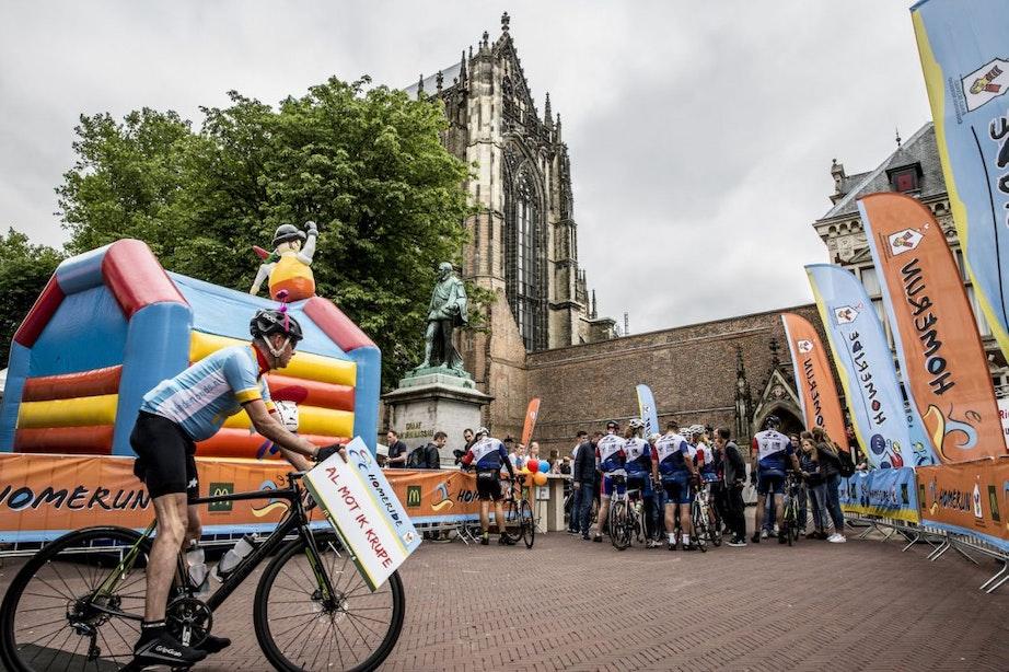 Fietsers en hardlopers arriveren na 24 uur weer op Domplein