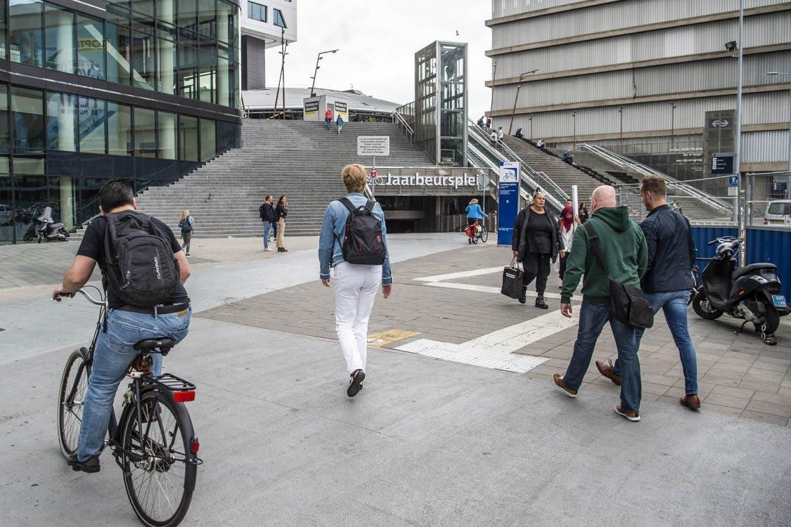 Gemeente heft fietsverbod voor Jaarbeurspleinstalling alweer op