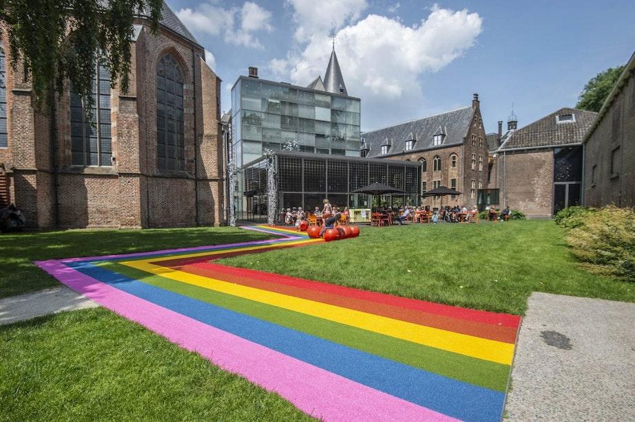 Nu ook regenboogzebrapad in Centraal Museum