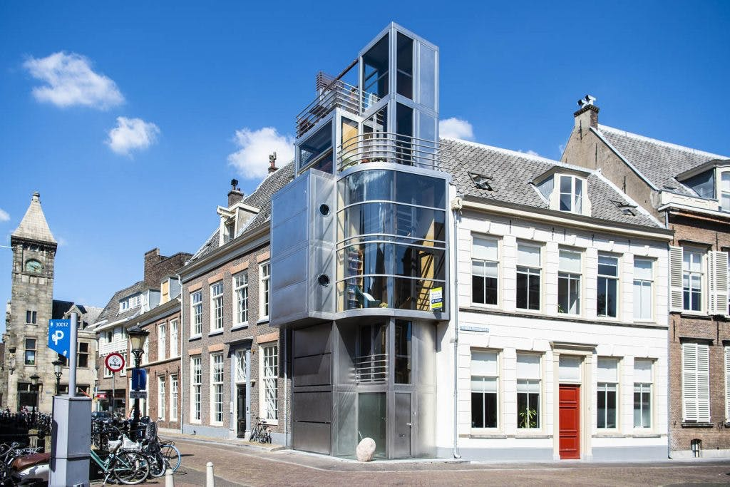 Bijzonder woonhuis aan de Kromme Nieuwegracht te koop