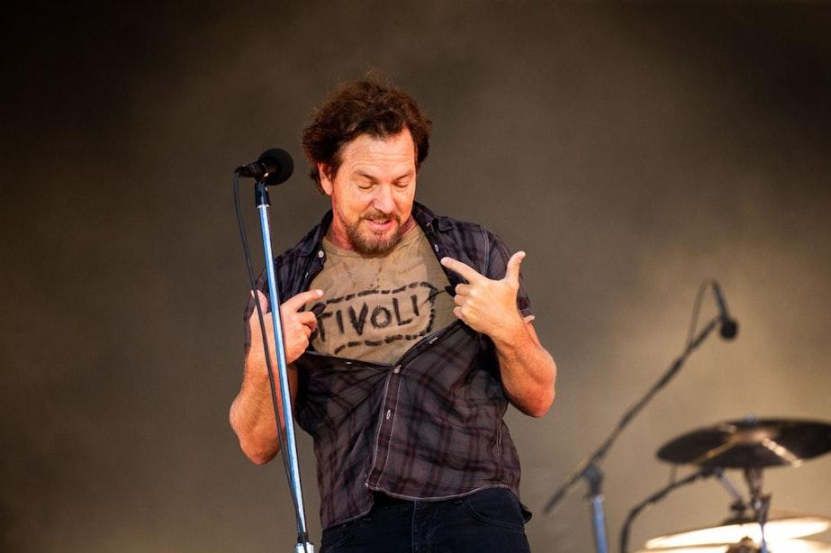 Rocklegende Eddie Vedder draagt T-shirt van Tivoli tijdens optreden op Pinkpop