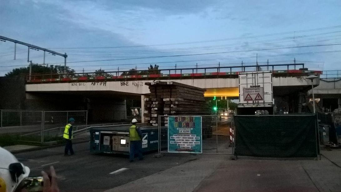 Update: Cartesiusweg tot eind zaterdagochtend dicht vanwege instabiel spoorviaduct