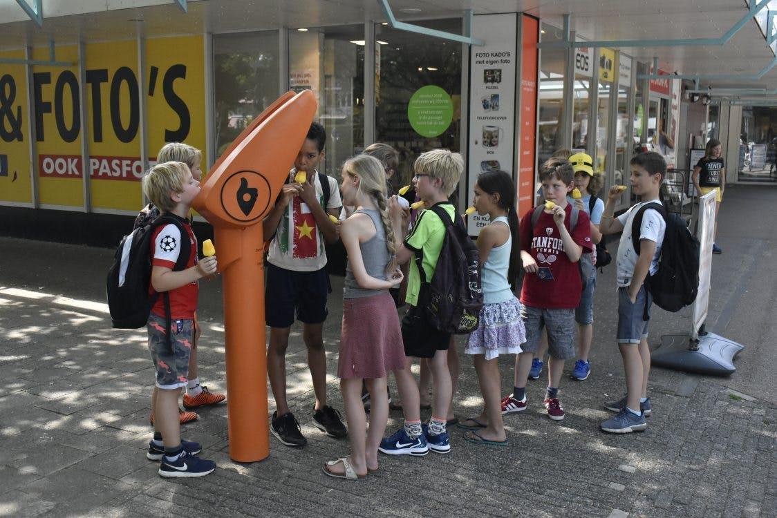 Wat doet die oranje praatpaal bij winkelcentrum De Gaard? DUIC drukte op de knop