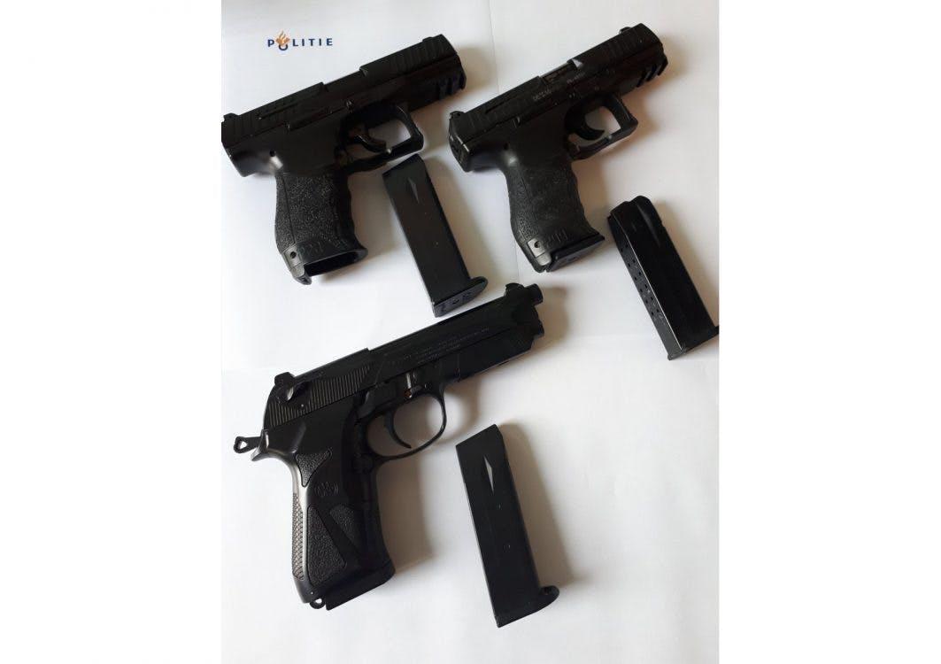 Nepwapens niet van echt te onderscheiden: Zoek het echte dienstwapen