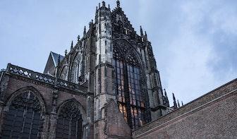 Videoserie over de Domkerk #6: zo werd het immense glas-in-lood-raam schoongemaakt