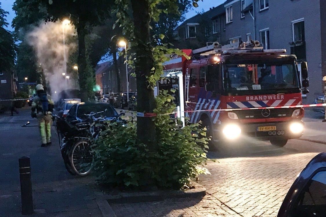 Bewoners Ondiep worden gewekt door harde knallen bij autobrand