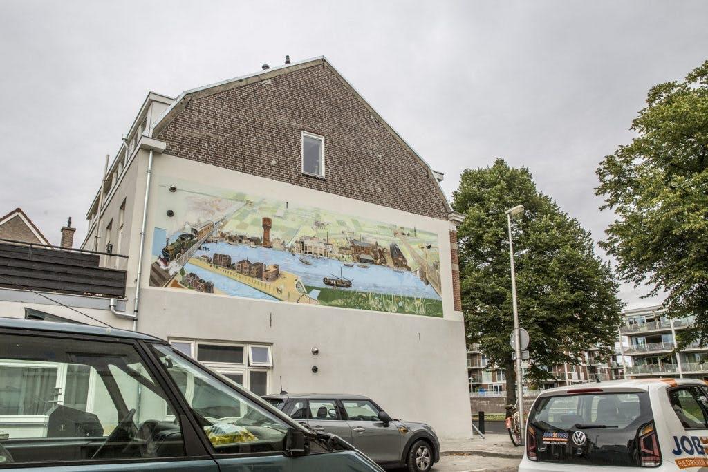 Nieuwe muurschildering van kunstenaar Jos Peeters in Westravenstraat