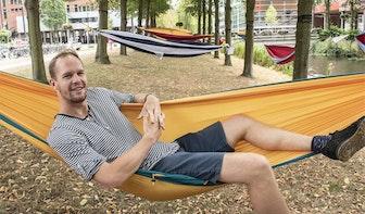 Utrecht deze zomer vol met hangmatten: relaxen boven de gracht
