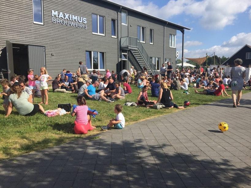 Dagtip: Chillen met live DJ en meer dan 50 soorten bier op tap tijdens Maximus Zomerfestival