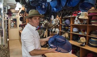95-jarig jubileum Jos van Dijck aan de Bakkerstraat: 'De hoed is tijdloos'