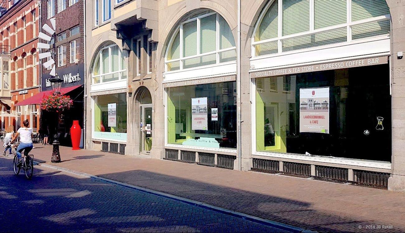 Winkel en café aan Korte Jansstraat met biologische producten van landgoed uit Betuwe