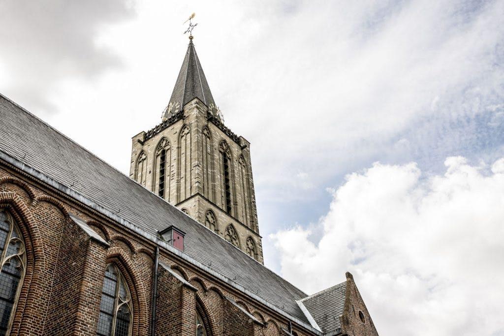 Debat met Adriaan van Dis en Beatrice de Graaf in de Jacobikerk over het kwaad