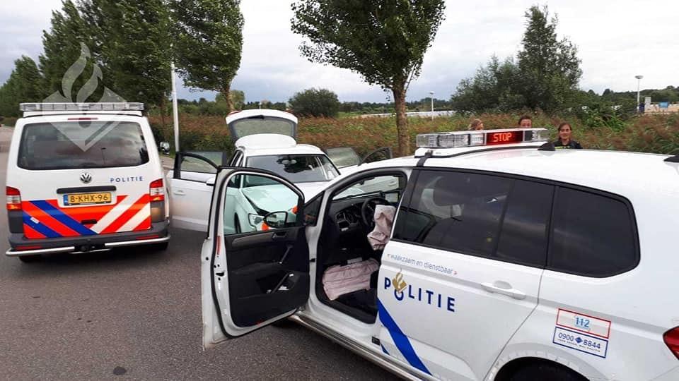 Agent lichtgewond na botsing met vluchtende autokrakers