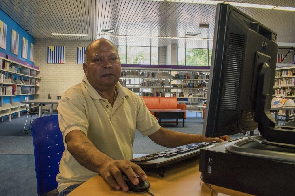 Digi-taalvrijwilliger Prem: 'Het leukste is als mensen vooruitgaan door jouw hulp'