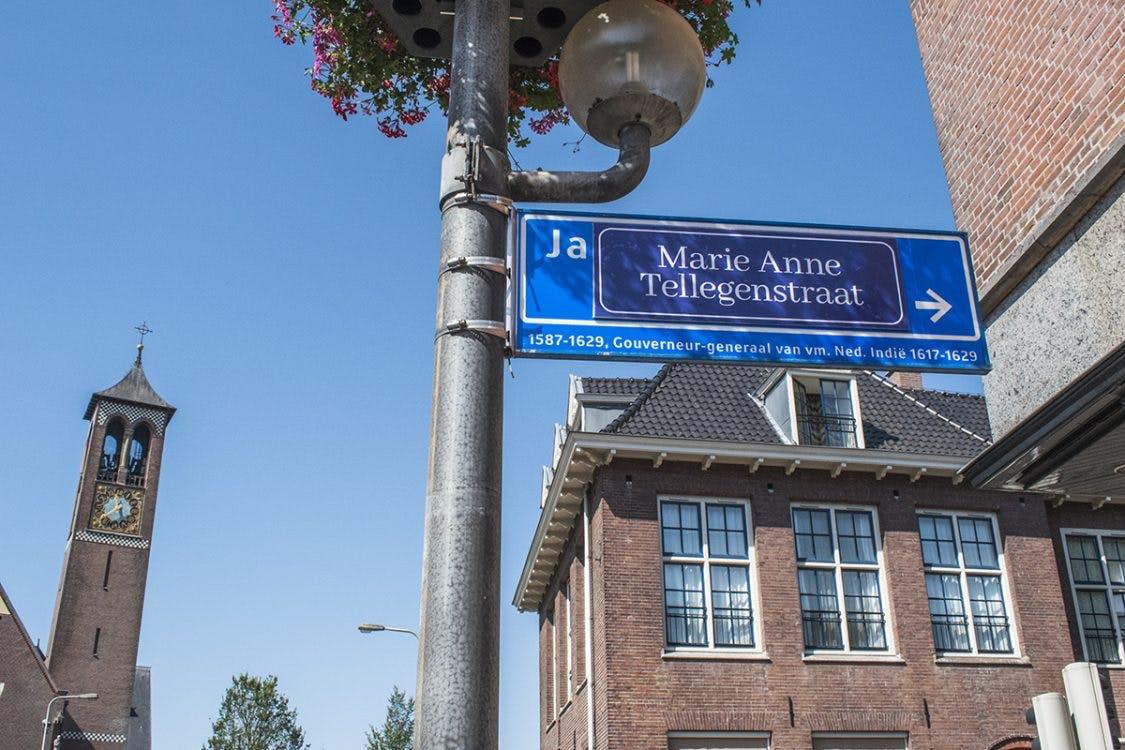 JP Coenstraat tijdelijk omgedoopt tot Marie Anne Tellegenstraat door feministen