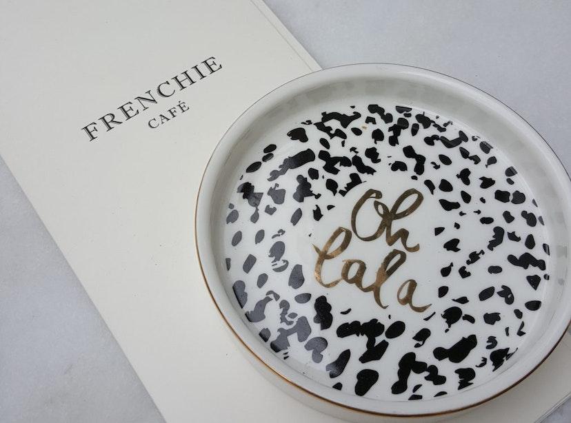 Jette en Jildou in de roze Insta-wolk: Frenchie Café
