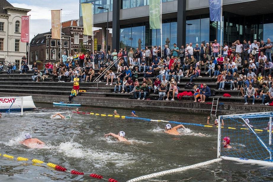 Voor tweede keer beachwaterpolo-toernooi in Utrechtse singel