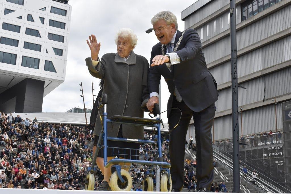 Foto's: Officiële opening Jaarbeursplein en Utrechts Uitfeest met 'What is the City but the People?'