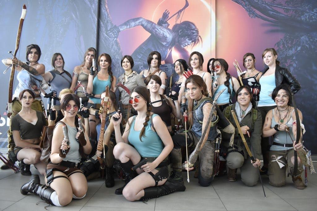 Lara Croft cosplayers trekken veel bekijks op Utrecht Centraal