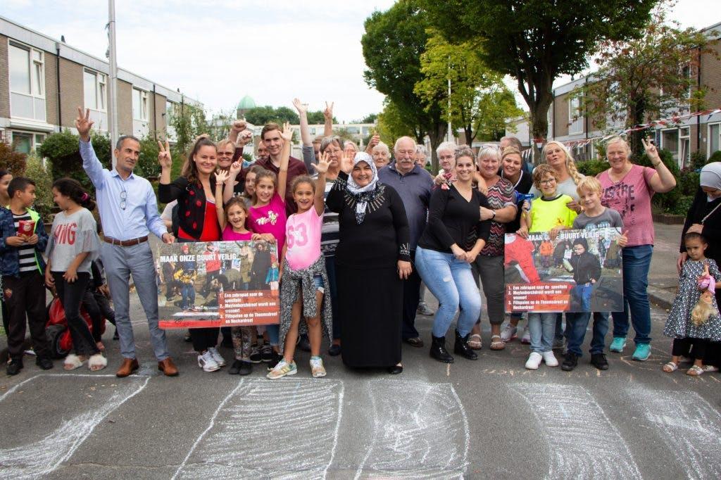 Buurtbewoners Overvecht vieren feest om aandacht voor verkeersveiligheid