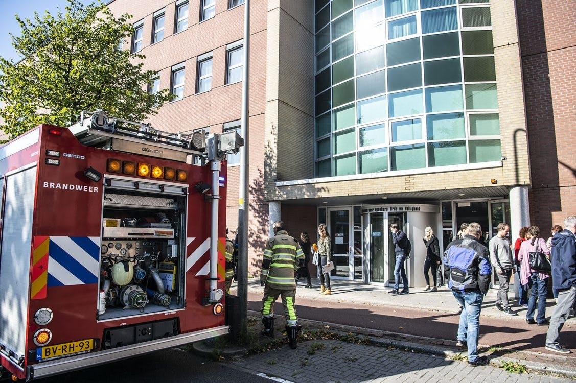 Gebouw meldkamer hulpdiensten Briljantlaan grotendeels ontruimd na brand