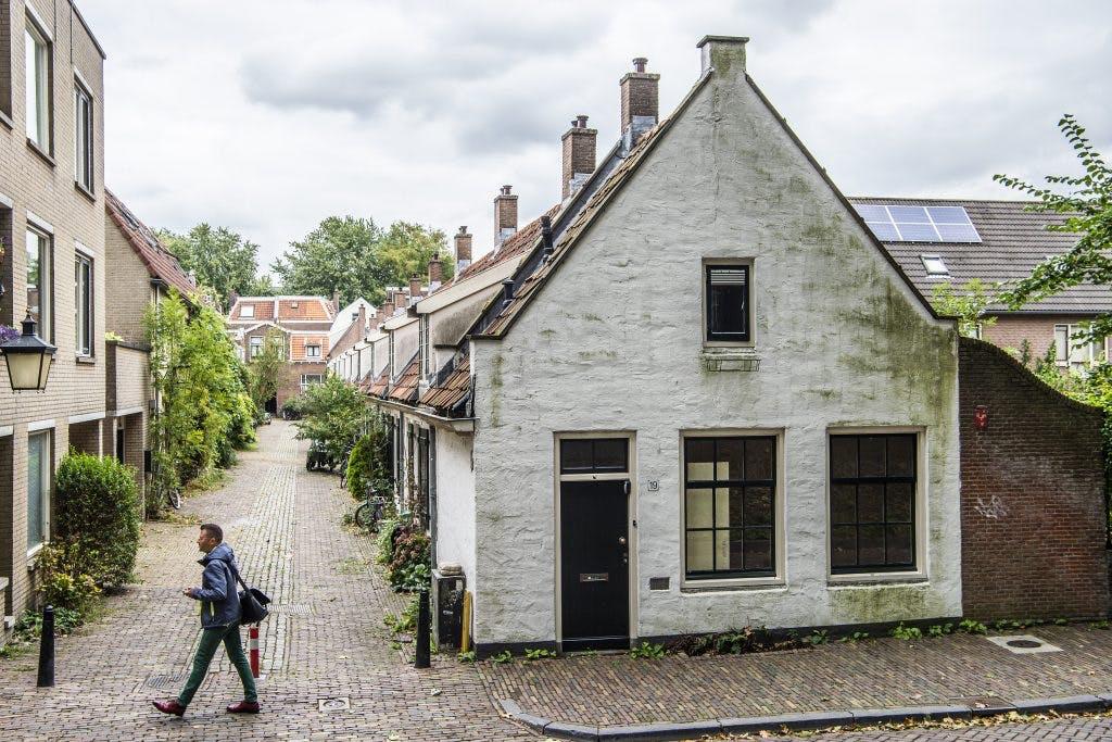 Geheimen van de stad: Hofje van Veelo in de Tuinstraat