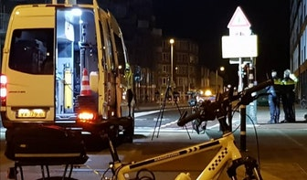 Automobilist laat 23-jarige fietser in kritieke toestand achter na botsing op Kaatstraat