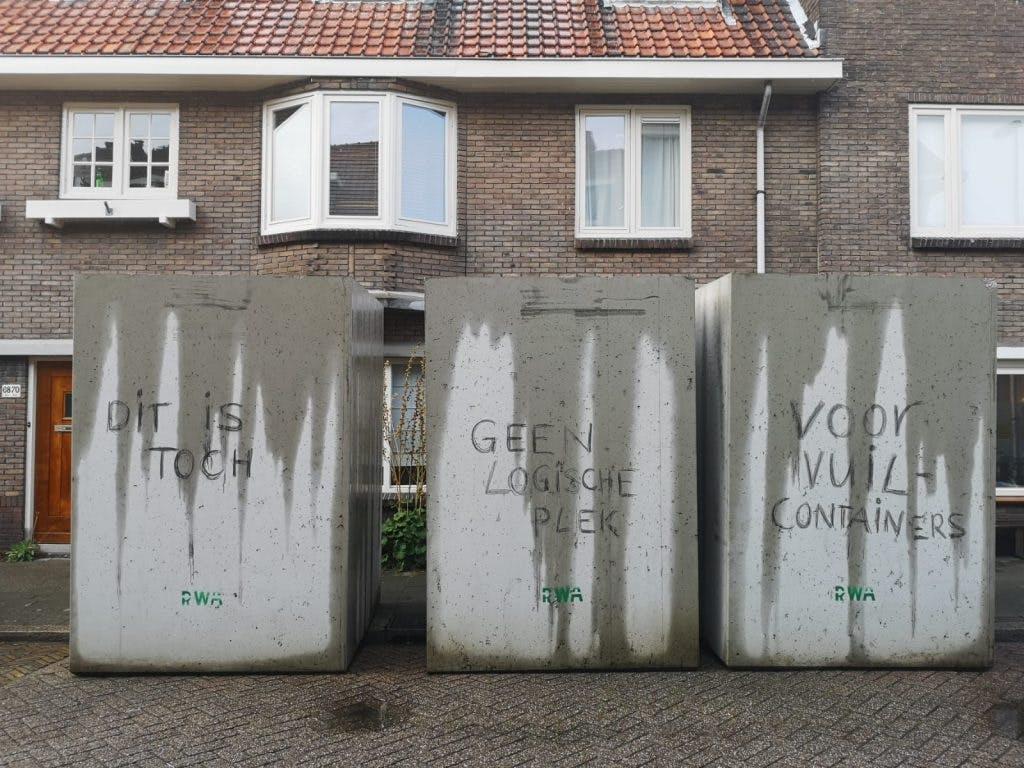 Bewoners Jacob van der Borchstraat beklagen zich over onaangekondigde afvalcontainers