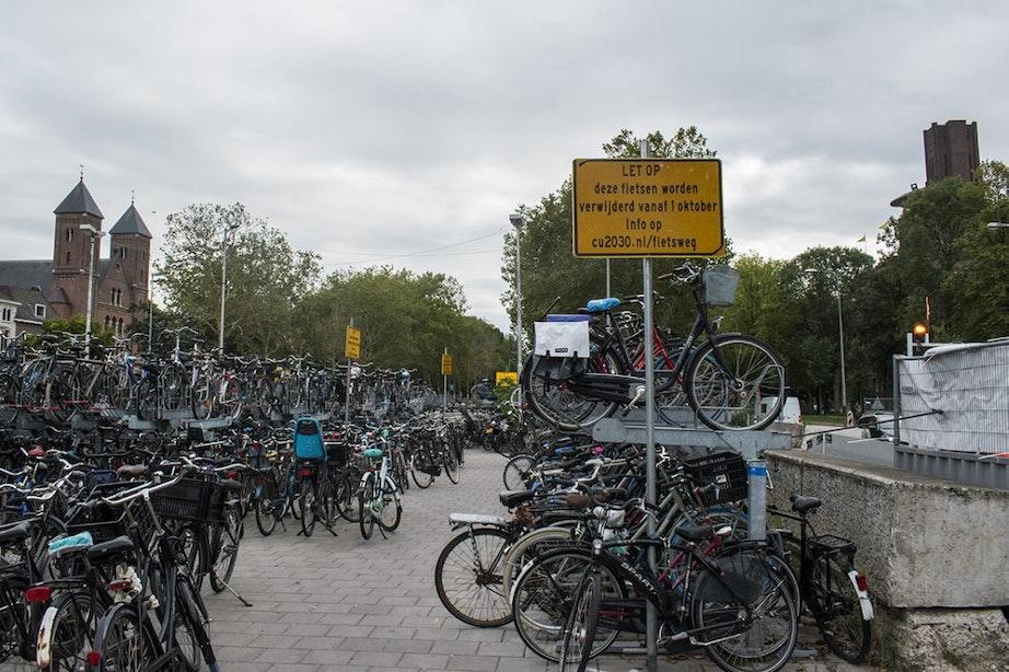Fietsen binnenkort verwijderd van Willemsviaduct voor herstel singel