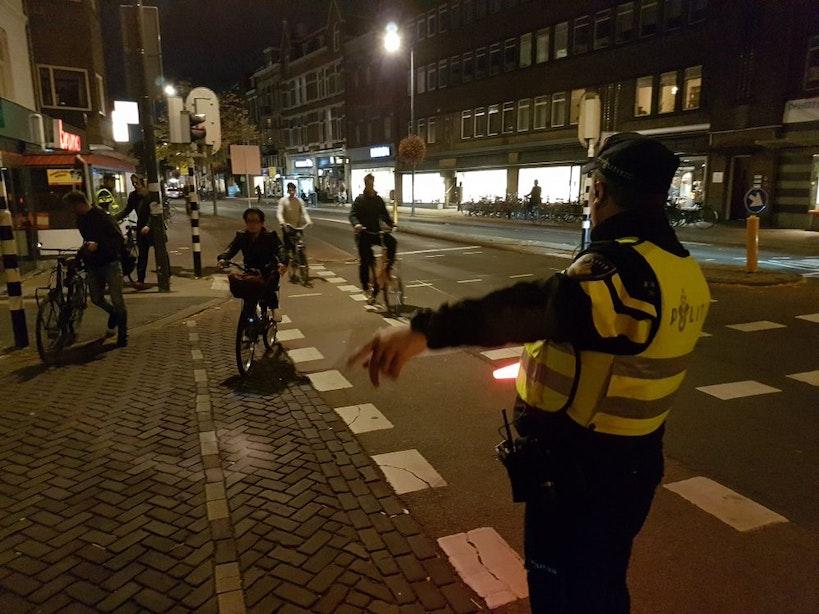 Politie in Utrecht spreekt in 2,5 uur 500 fietsers aan op verlichting