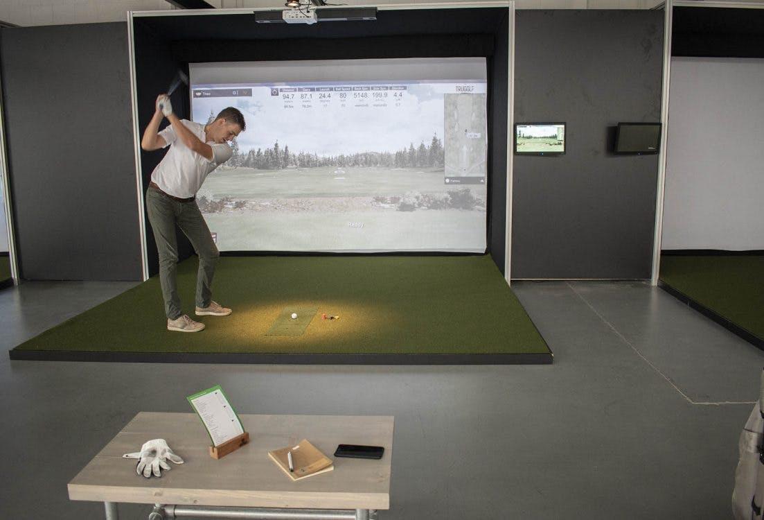 Op bezoek bij de eerste virtuele indoor golfbaan van Utrecht