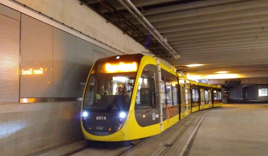 Eerste Uithoflijntram rijdt zelfstandig door Utrechtse stationsgebied