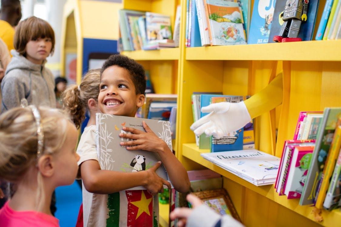 Recordaantal kinderen ruilen boeken op station Utrecht Centraal