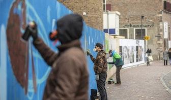 Graffiti-artiesten fleuren bouwafzetting postkantoor Neude op