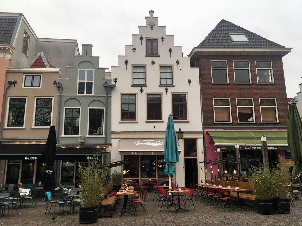 Aardappelrestaurant Jacketz aan de Korte Minrebroederstraat geopend