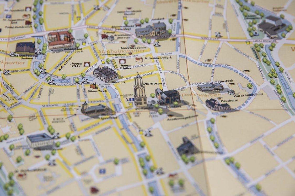 Cartografen maken nieuwe stadskaart: 'De kaart geeft het veelzijdige karakter van Utrecht weer'
